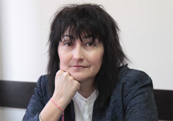 Дали България е толкова зависима, че дори и ваксина от Русия не може да достави?