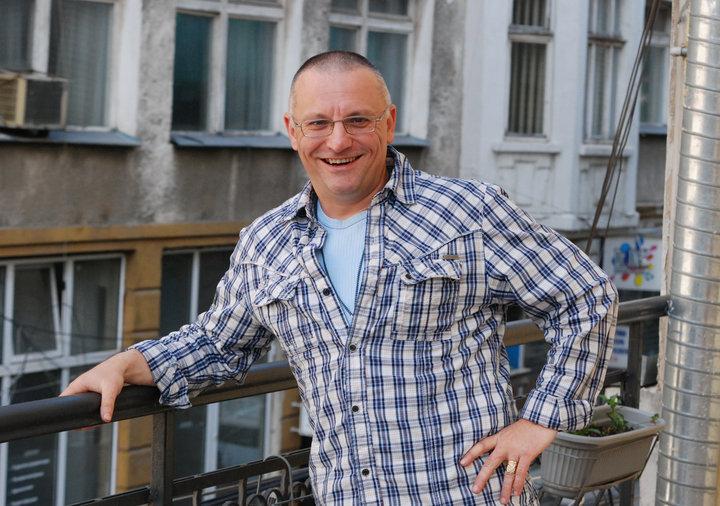 Милен К. Милушев е журналист, издател, понастоящем предприемач. Основател на Движение БЪЛГАРСКИ НАЦИОНАЛНИ ИНТЕРЕСИ, чиято основна цел е създаването у масовия българин на самосъзнанието, че националното трябва да доминира, защото то е културният код, който прави българина уникален.